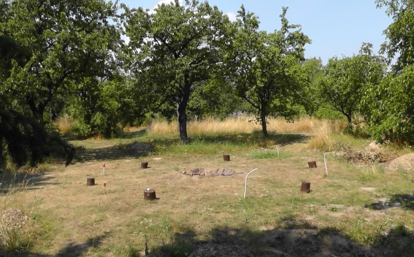 vystavba menhirového pole